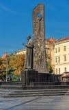 利沃夫州,乌克兰- 2016年9月07日:有塔拉斯・舍甫琴科地方建筑学和人雕象的利沃夫州市  免版税库存图片
