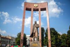 利沃夫州,乌克兰- 2014年8月11日:纪念碑和雕象致力乌克兰民族主义的英雄斯捷潘・班杰拉 库存图片