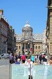 利物浦城镇厅和路面咖啡馆 库存照片