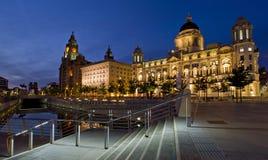 利物浦码头坚硬的三雍容,在利物浦的江边,英国的大厦 免版税图库摄影