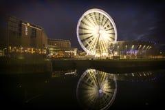 利物浦都市风景日落-阿尔伯特船坞反射 免版税库存照片