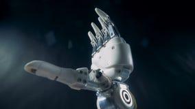 利用仿生学的假肢弯曲的手指 未来派靠机械装置维持生命的人胳膊概念 影视素材