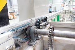 利用链条传送动力的装备轴线工业的传动机 库存图片