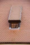 利福尼亚顺序城堡的内部andexterior dietails屋顶窗口被修造了15世纪中 包斯卡拉脱维亚 免版税库存照片
