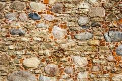利福尼亚顺序城堡的老砖纹理被建立了15世纪中 包斯卡拉脱维亚 免版税库存图片