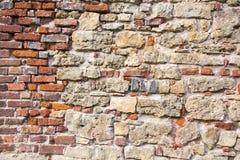 利福尼亚顺序城堡的老砖纹理被建立了15世纪中 包斯卡拉脱维亚 库存图片