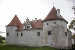 利福尼亚顺序城堡被修造了15世纪中 包斯卡拉脱维亚在秋天 免版税库存图片