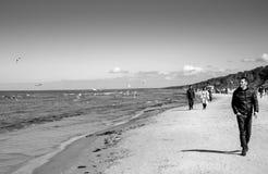 利耶卢佩河海滩海岸线在Jurmala,拉脱维亚 库存图片