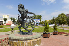 利达,白俄罗斯- 2016年7月11日:狮子-古铜色徽章照片与钥匙的城市的 库存图片