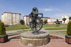 利达,白俄罗斯- 2016年7月11日:狮子-古铜色徽章照片与钥匙的城市的 库存照片