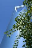 利雅得-10月21日:Al Mamlaka塔和周围在Octobe 图库摄影