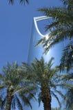 利雅得-10月21日:Al Mamlaka塔和周围在Octobe 免版税库存照片