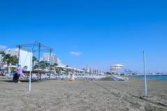利马索尔,塞浦路斯- 2018年5月4日:一个含沙城市海滩的看法在利马索尔,塞浦路斯 免版税库存图片