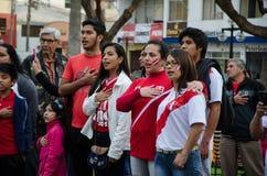 利马,秘鲁- 2017年10月10日:狂热在秘鲁秘鲁对哥伦比亚俄罗斯2018年 免版税库存图片