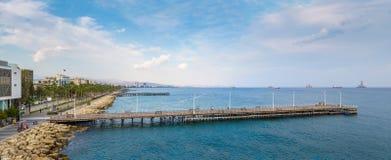 利马索尔的Molos散步看法  免版税库存图片