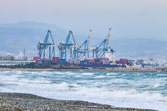 利马索尔,塞浦路斯海港工业看法  免版税库存照片