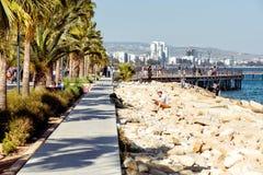 利马索尔,塞浦路斯- 2016年4月01日:利马索尔都市风景和Seasid 免版税图库摄影
