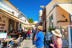 利马索尔,塞浦路斯- 2016年4月01日:在城堡正方形的夏天场面 免版税库存照片