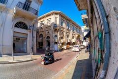 利马索尔,塞浦路斯- 2016年3月18日:有鞋带的美丽如画的街道 免版税库存图片