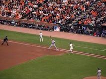 别动队员第1棒球垒手伸手可及的距离为球 免版税库存照片