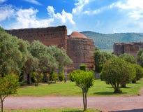 别墅一栋皇家乡间别墅的艾德里安娜废墟在Rome.Landscape附近的Tivoli在一个晴天 库存照片