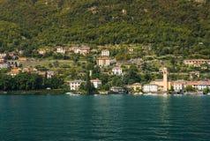 别墅的和好的房子在沿科莫湖岸的Laglio  免版税库存照片