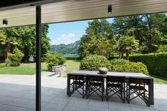 别墅的美丽的露台 免版税库存图片