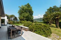 别墅的美丽的露台 免版税图库摄影