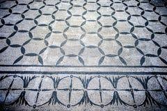 别墅艾德里安娜 与几何motifsdecorate的白色和黑马赛克各种各样的环境地板  意大利罗马 图库摄影