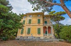 别墅Luxoro在热那亚Nervi Groppallo公园附近的热那亚Nervi,意大利 图库摄影