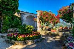 别墅Rufolo疆土的,拉韦洛,意大利一个美丽的庭院 免版税库存照片