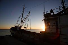 别尔江斯克-乌克兰, 2016年9月01日:在城市别尔江斯克旧港口的渔船  亚速号海 乌克兰 库存图片