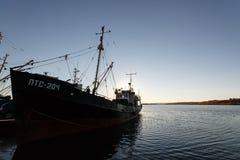 别尔江斯克-乌克兰, 2016年9月01日:在城市别尔江斯克旧港口的渔船  亚速号海 乌克兰 库存照片
