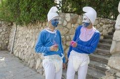 别是巴,以色列 少年3月24日,蓝色地精服装的两个在普珥节 免版税图库摄影
