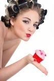 别针的妇女样式和杯形蛋糕 免版税图库摄影
