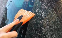 刮的汽车挡风玻璃 免版税库存图片