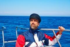刮胡须海员帽人航行小船的海海洋 免版税库存照片
