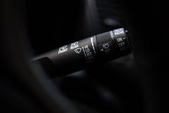 刮水器控制 汽车内部细节 库存照片
