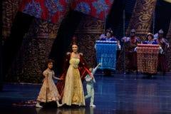 到家庭尾巴帷幕的公主` s参观:`丝绸之路` -史诗舞蹈戏曲`丝绸公主` 库存图片