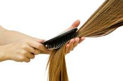到梳子长的头发 免版税库存图片