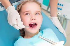 到牙科医生的访问 免版税库存照片