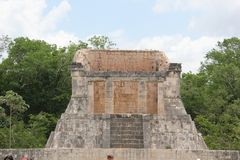 到牺牲执行的墨西哥玛雅艺术金字塔洞的旅行 免版税库存照片