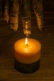 到达为一个蜡烛的狼人手 图库摄影
