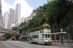 000 19 243 456 2012到达了驳船运载离去的地区前面香港的企业货物可以百万r s有些吨船年 A r - 2017年7月13日:双层汽车电车或丁声浪 免版税库存图片