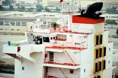 到达到奥克兰,加利福尼亚的货船 免版税库存照片