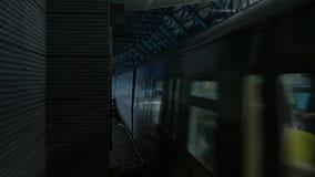 到达在地铁的火车 股票录像