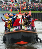 到达在小船的Sinterklaas 免版税库存图片