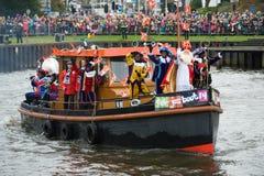 到达在小船的Sinterklaas 免版税图库摄影