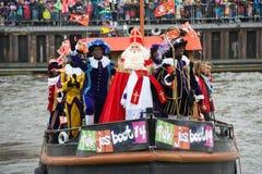 到达在小船的Sinterklaas 库存图片