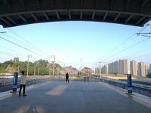 到达在平山火车站的旅行家即将发生的CRH 库存照片